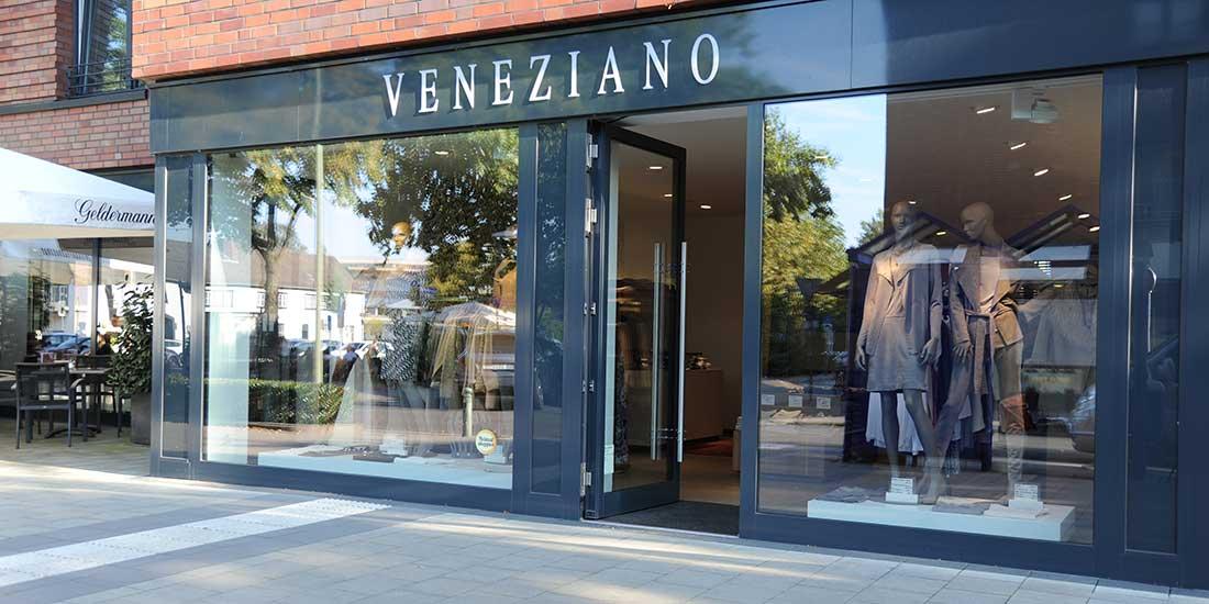 Schaufenster vom Damenmodegeschäft Veneziano